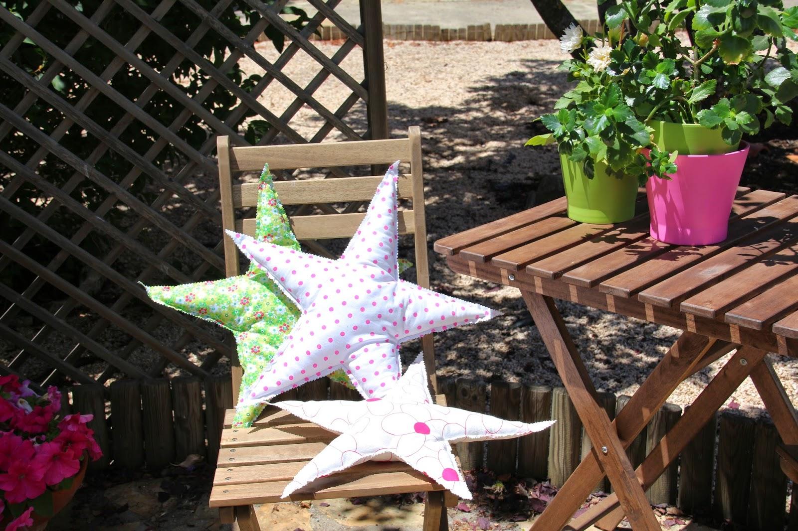 Un cojín en forma de estrella para tu rincón favorito