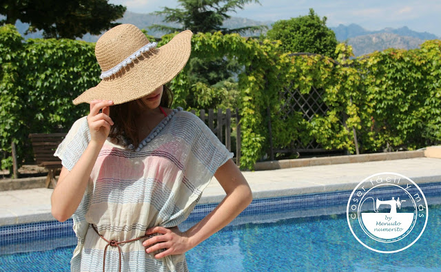 Reciclamos un foulard en un vestido de playa