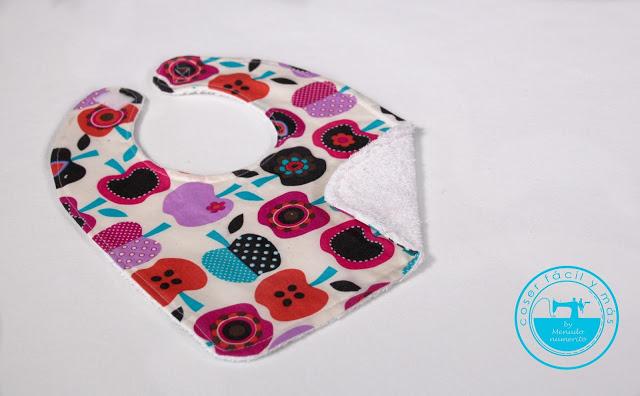 Cómo coser un babero impermeable (con patrón)