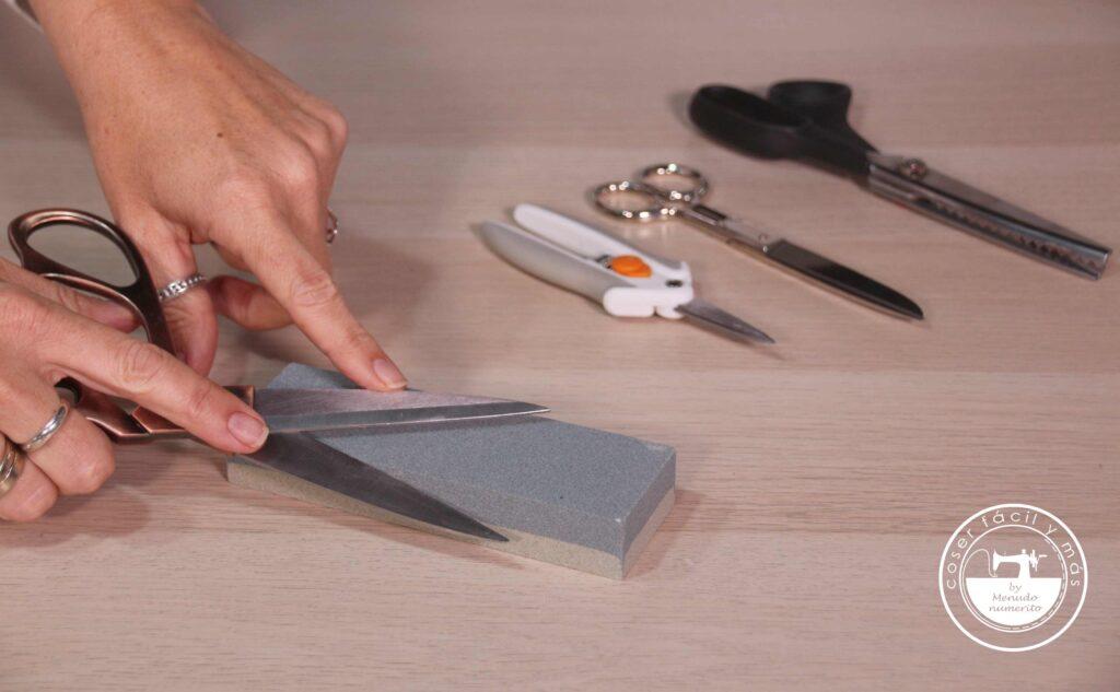 trucos afilar tijeras coser facil menudo numerito blogs de costura