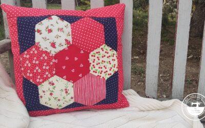 Cojín de patchwork, el jardín de la abuela