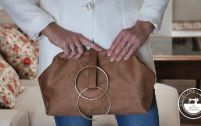 Bolso de mano con pulseras